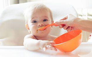 Tips van je online apotheker voor de eerste hapjes van je baby