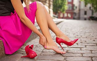 Gekloofde hielen of pijnlijke, droge voeten? Ontdek onze tips om je voeten wat rust te gunnen