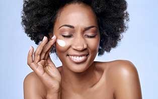 De perfecte huidverzorging met de goede bacteriën van YUN