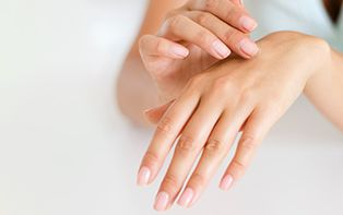 De tips van je online apotheker over verkleurde of vervormde nagels