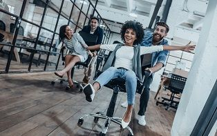 De tips van je online apotheker voor een goede houding tijdens het zitten